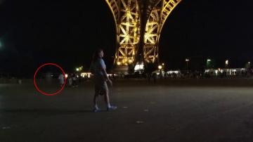 Призрак возле Эйфелевой башни