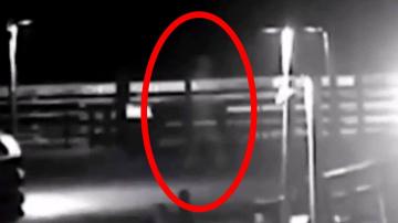 Мистический Серый Человек попал в прямой эфир во время урагана Флоренс