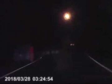 Водитель четыре раза повстречал одну и ту же женщину на одной и той же дороге