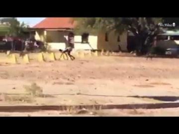Человек-пес в Африке попал на видео