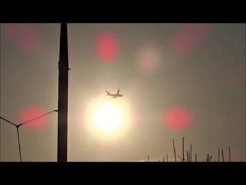 Химтрейлы в Москве. Сравнение самолётов с химтрейлами и без