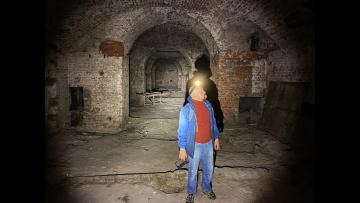 Спускаемся в настоящую подземную Москву. Огромные подвалы похожи но тоннели допотопного метро