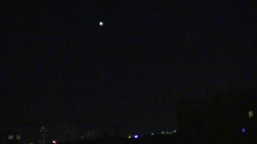 НЛО над Москвой. Объект внезапно включается в небе!