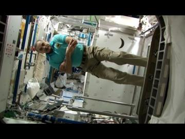 Год на орбите. Космический кросс