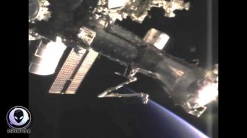 Видио к МКС прилетел НЛО