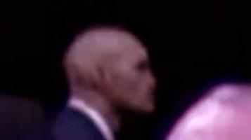 Рептилоид (пришелец) на конференции с речью Барака Обамы