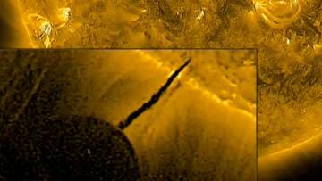 Гигантских размеров НЛО у Солнца