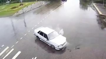 Машины врезаются в невидимые преграды