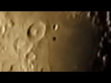 Черный НЛО летал над Луной