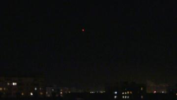 НЛО над Москвой. Объекты подолгу зависают в небе