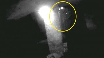 Фигура призрака с фонарем