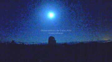 Падение метеорита в небе над Испанией
