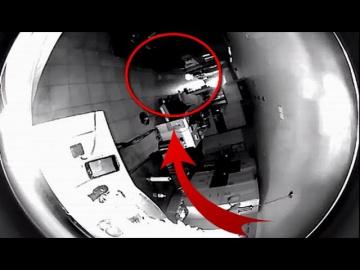 В США камера безопасности сняла на видео НЛО, сканирующий дом