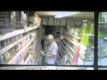 Видеокамера засняла полтергейст в супермаркете